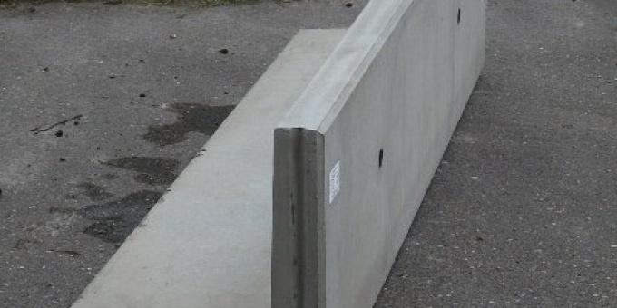 Keerwand : Lang 200 cm Hoog 50 cm Voet 50 cm